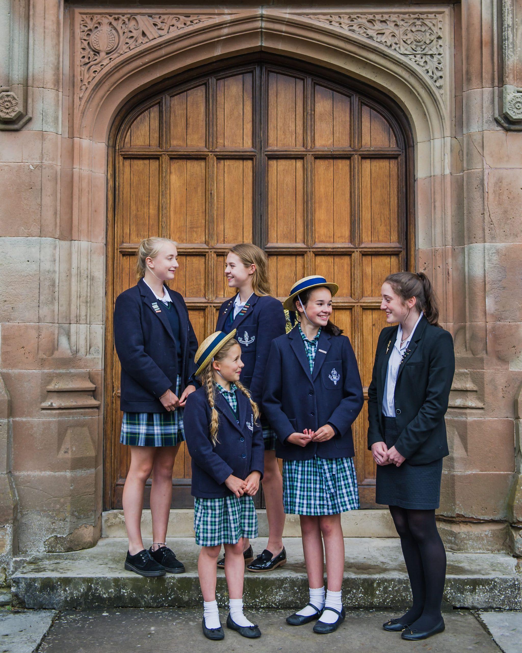 Girls By entrance min scaled - Rok szkolny za granicą